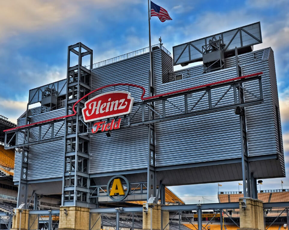 Where do the Pittsburgh Steelers play football?