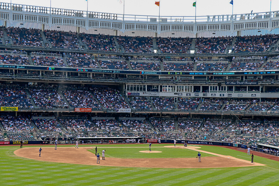 Where do the New York Yankees play baseball?