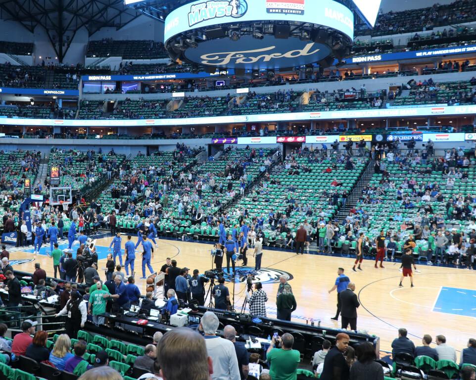 Where do the Dallas Mavericks play basketball?