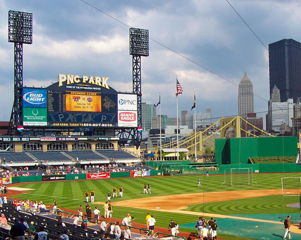Where do the Pittsburgh Pirates play baseball?