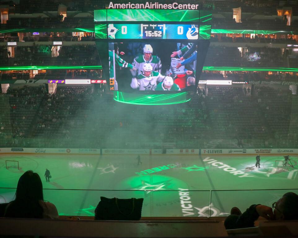 Where do the Dallas Stars play hockey?