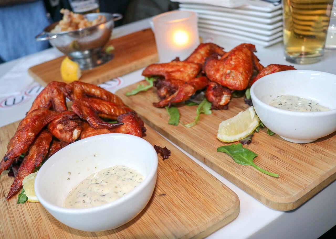 Houston Avenue Bar & Grill Victoria Square Montreal