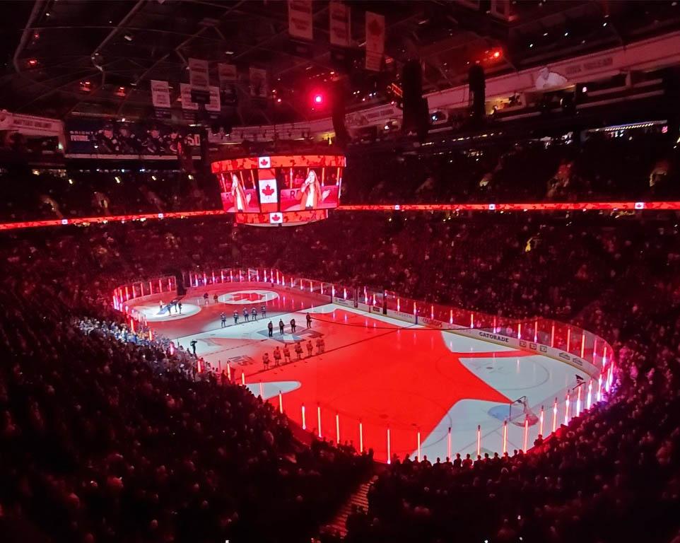 Where do the Vancouver Canucks play hockey?