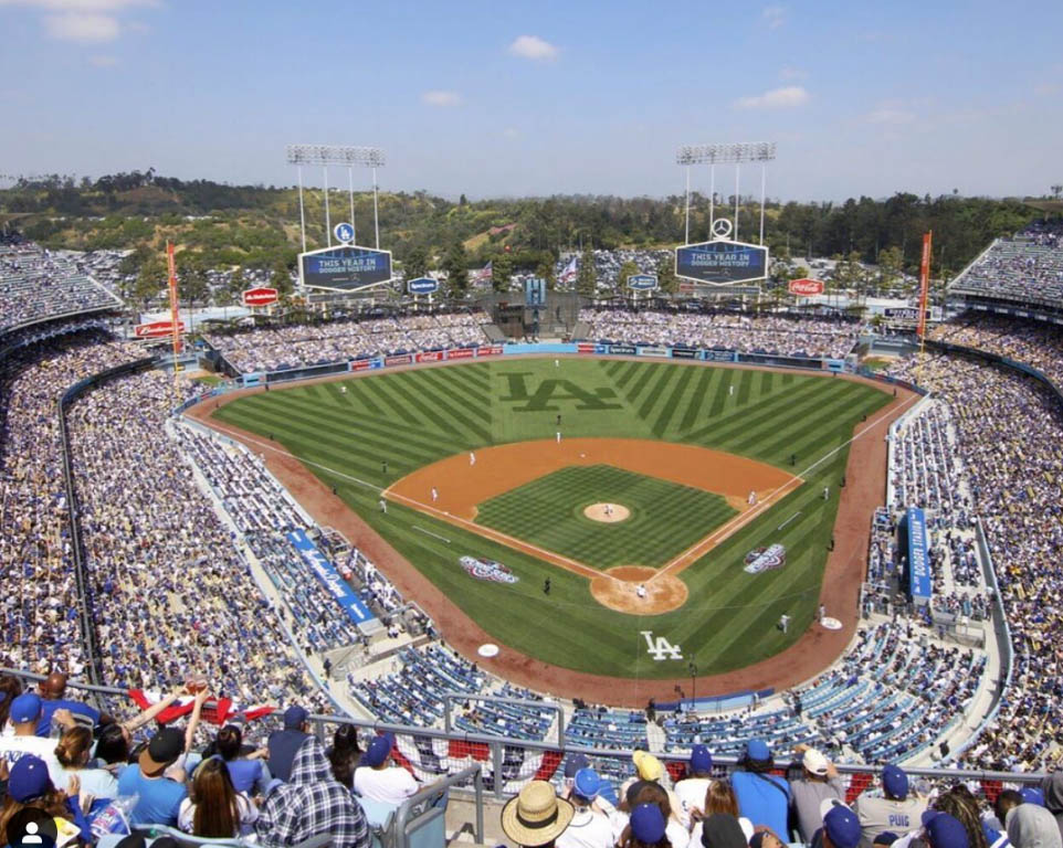 Where do the Los Angeles Dodgers play baseball?