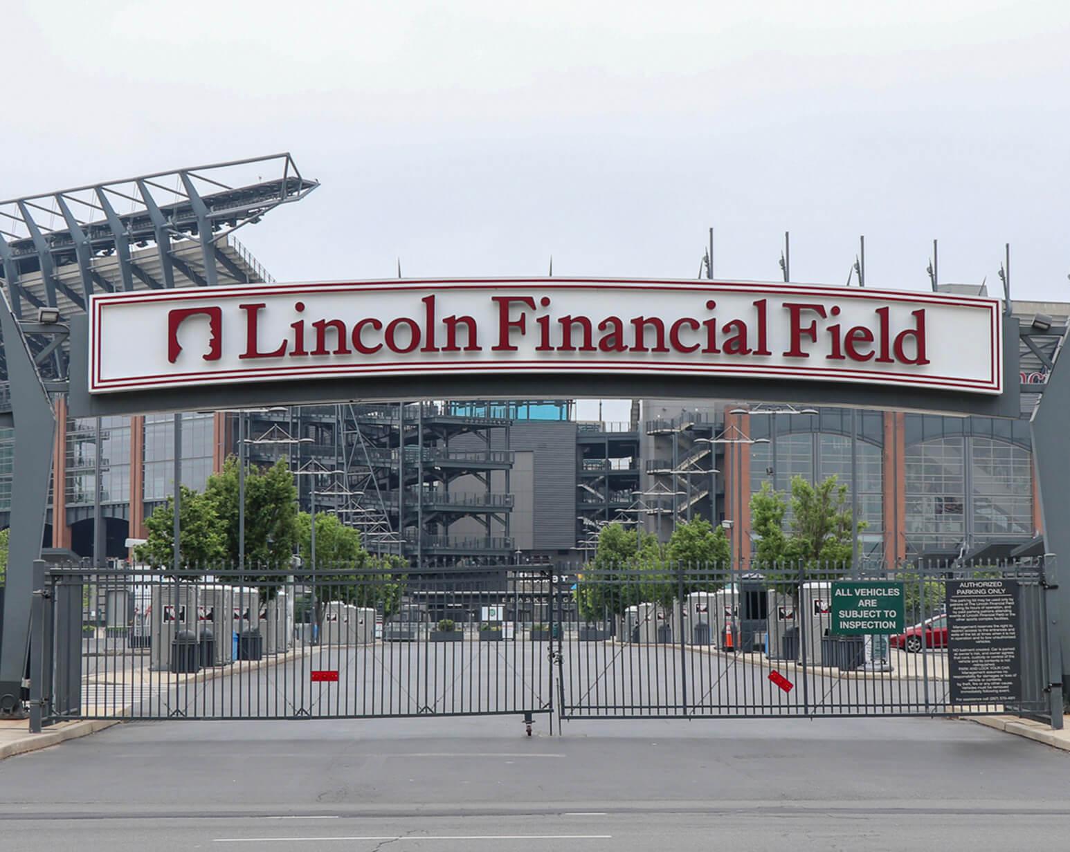 Where do the Philadelphia Eagles play football?