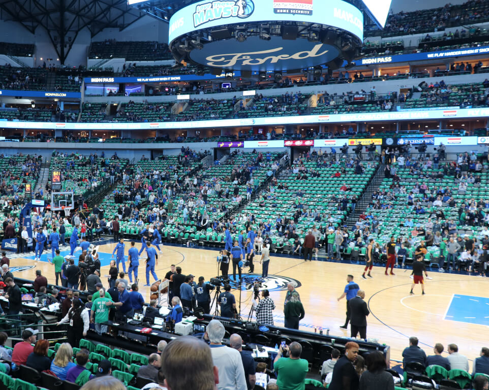 Where do the Dallas Mavericks play basketball?