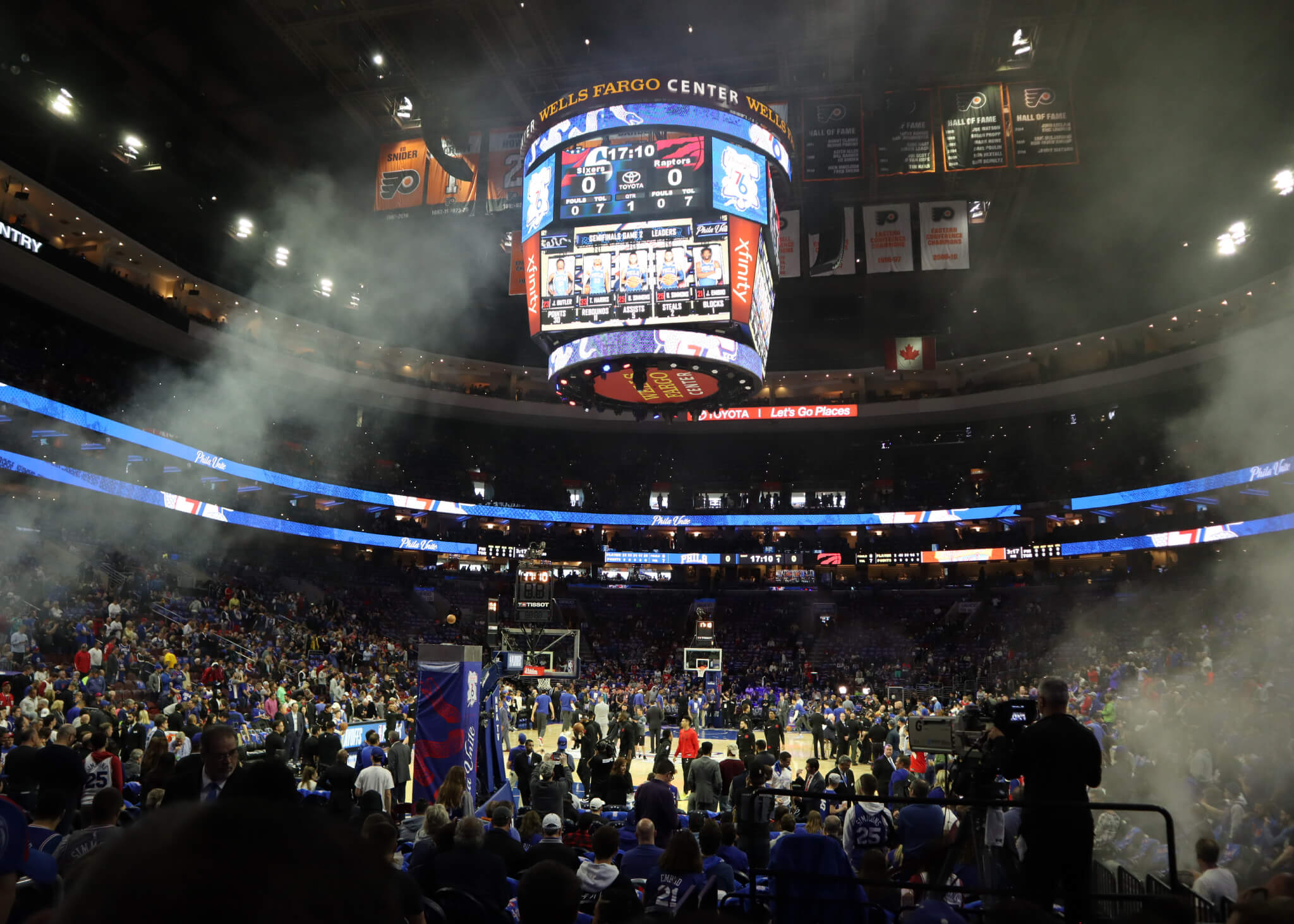 Where do the Philadelphia 76ers play basketball?