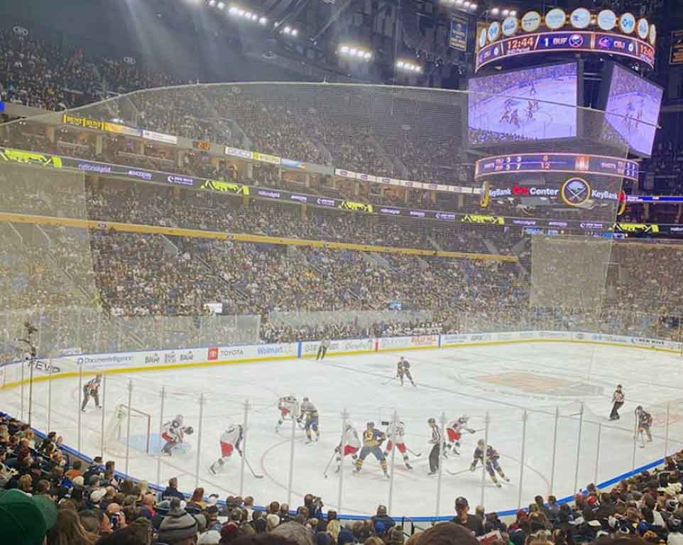 Where do the Buffalo Sabres play hockey?