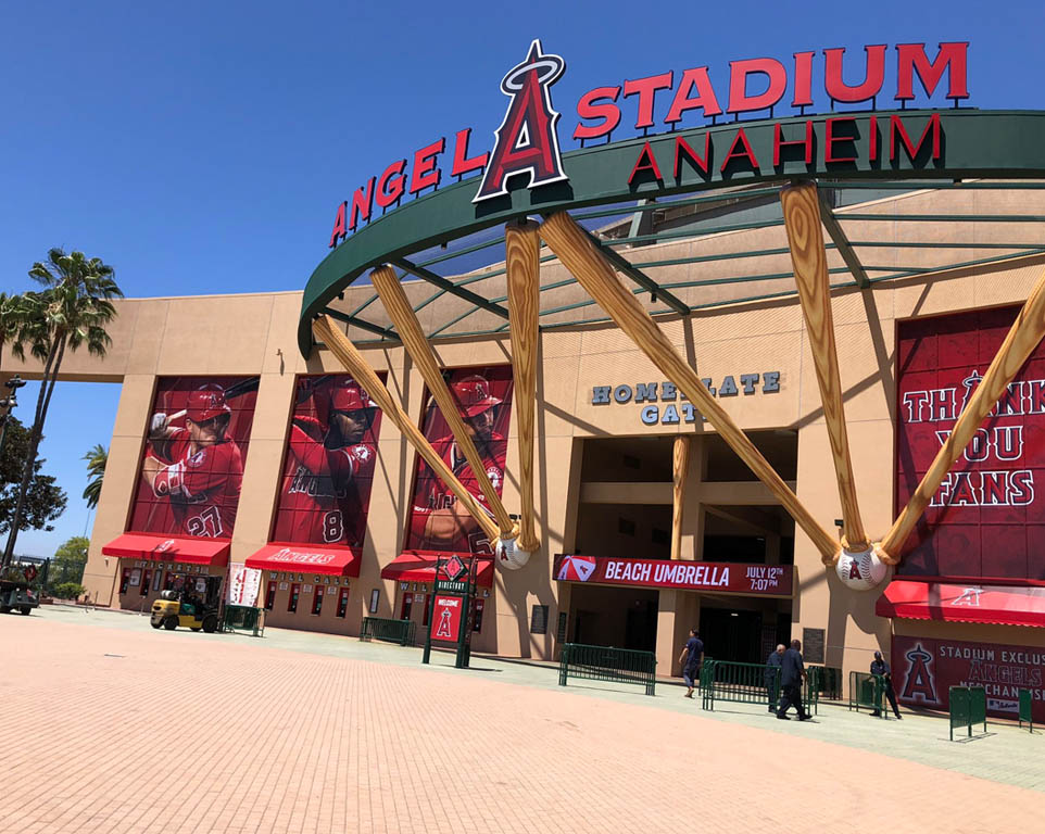 Where do the Los Angeles Angels play baseball?
