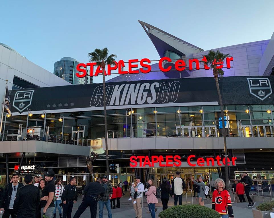 Where do the Los Angeles Kings play hockey?